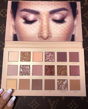 Huda Beauty Nude Palette for Sale in Kissimmee, FL