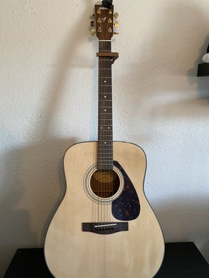 Acoustic Guitar (perfect starter pack) for Sale in Huntington Park, CA