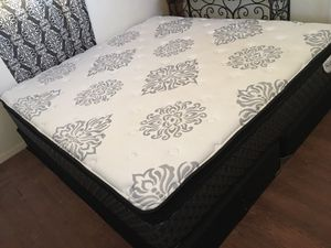 LIKE NEW SIX MONTHS OLD KING SIZE PILLOW TOP MATTRESS AND BOX SPRINGS-COMO NUEVA SEIS MESES DE USO for Sale in Sunland Park, NM
