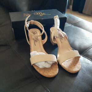 Forever 21 Chunky Heels [Read Description] for Sale in Phoenix, AZ