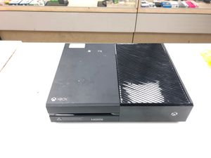 Xbox One 500 w a free game for Sale in Pittsburgh, PA