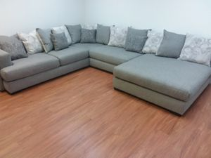 HUGE CONTEMPORARY SECTIONAL SOFA WITH ACCENT PILLOWS AND OVERSIZED CHAISE for Sale in Arlington, TX