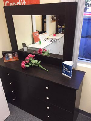 New Compressed 8 Drawer Dresser with Mirror for Sale in Cerritos, CA