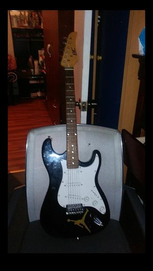Electric guitar for Sale in Staten Island, NY