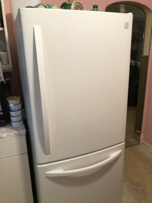 Kenmore refrigerator for Sale in North Ridgeville, OH