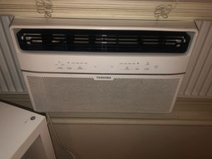Toshiba AC window unit with remote for Sale in Santa Ana, CA
