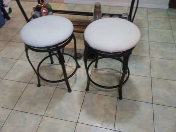 Bar or small table and 2 stools