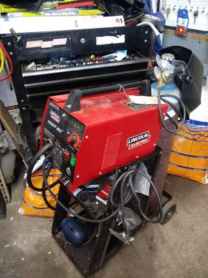 6 months old welder with cart gas thank regulator and mask 600 for Sale in Abington, MA