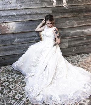 Oleg Cassini Wedding Dress for Sale in Tempe, AZ