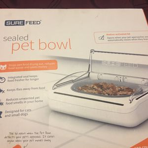 Pet bowl, new in the box, stop wet food drying out and will save $$, integrated seal keep food for longer, keep flies away from food, reduces unwanted for Sale in Miami, FL