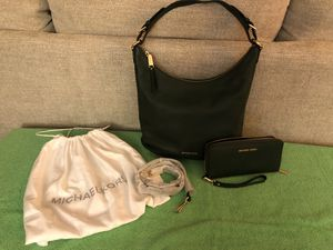 Michael Kors green handbag and matching wallet for Sale in Vero Beach, FL