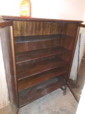 Antique Dresser with glass doors 5 shelves for Sale in Tampa, FL