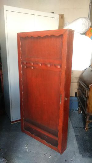 Antique gun cabinet with key for Sale in Long Beach, CA