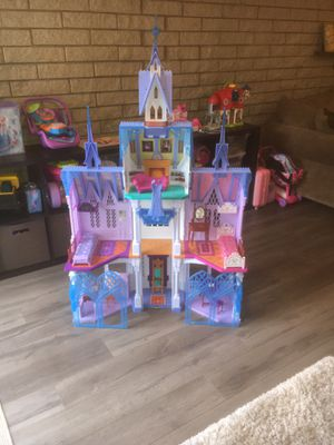 Disney Frozen Castle! Accessories included! for Sale in Medina, OH