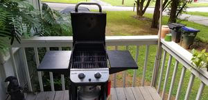 Char-Broil Performance 2-burner Gas BBQ Grill + Cover for Sale in Roswell, GA