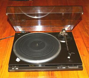 Technics turntable needs belt and needle motor works for Sale in Smithtown, NY