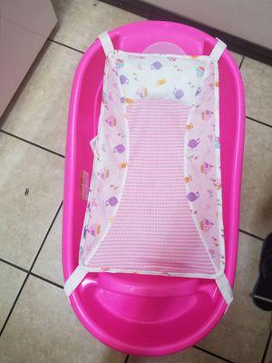 Baby bathtub for Sale in Hesperia, CA