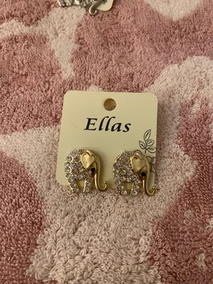 Gold w/diamond elephant earrings for Sale in Waukegan, IL