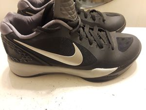 Boys Nike zoom flywire. Gently used. Good Condition. Size 7.5 black for Sale in Durham, NC