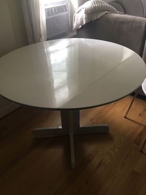 Small white wood kitchen table for Sale in Troy, MI