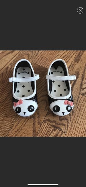 Gymboree girl toddler shoe size 6 great condition! for Sale in Dearborn Heights, MI