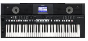 Yamaha psr s650 en buena condición cómo nuevo ya lo tengo ritmos latinos instalados for Sale in Alexandria, VA