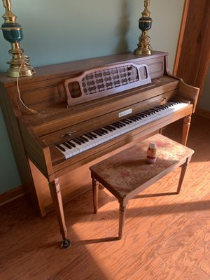 "Piano ""free"" pick up only for Sale in Erie, PA"