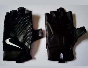 Nike gloves size S/P pick up in brookhaven. New with TAGS. 20 for Sale in Atlanta, GA