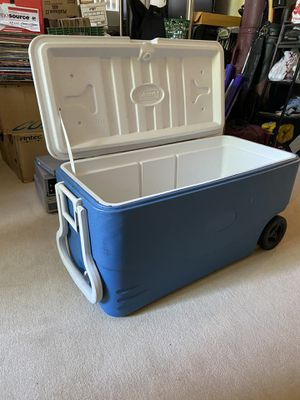 Extra large Coleman camping cooler with wheels for Sale in Peoria, AZ