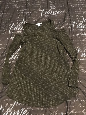 Maternity dresses and long sleeve shirt size small for Sale in Chicago, IL