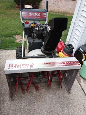 "White outdoor 13 hp/ 33"" for Sale in Fort Washington, MD"