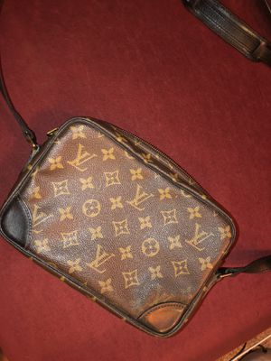 Louis Vuitton Cross Body Bag 100% Authentic for Sale in Henderson, NV