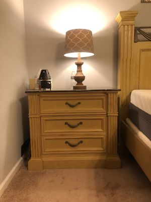 Queen bedroom suite for Sale in Hilliard, OH