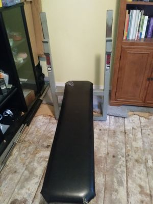 Weight bench, bar and weights for Sale in Kent, WA