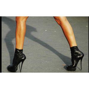 Gucci lambskin peep toe booties black Sz 38 for Sale in Tempe, AZ