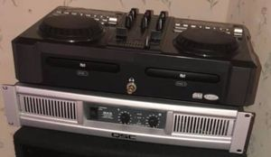 DJ & amp & 2 speakers & microphone with all wires for Sale in Chicago, IL