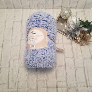 Cozy Teddy Throw Sherpa Blue White Blanket for Sale in Orlando, FL