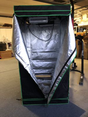 Grow tent with Fluorescent lights for Sale in Anaheim, CA