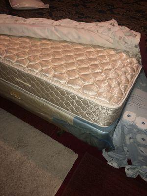 King size bed room set for Sale in Detroit, MI