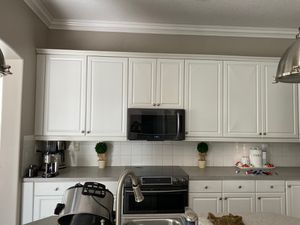 White kitchen cabinets MUST GO for Sale in Hialeah, FL
