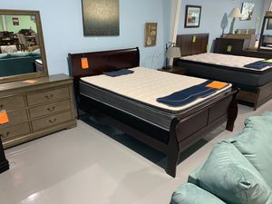 Queen Size Sleigh Bed Frame. for Sale in Charleston, SC