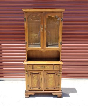 Antique Kitchen / Dinnig Hutch w/Cabinets & Drawers for Sale in North Las Vegas, NV