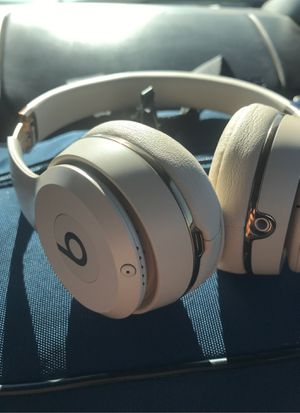 Beats rose gold headphones barely used for Sale in Sanger, CA