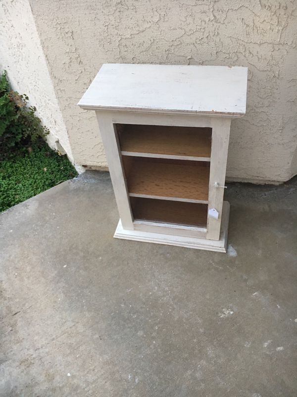 """Display Cabinet (19"""" Tall) $20 FIRM on Price"""