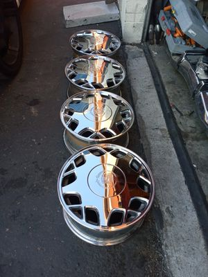 Rare cadillac chrome stock wheels almost new condition 16×7 rims 5×115 bolt pattern $750 obo for Sale in Las Vegas, NV