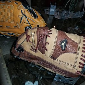 MINUZO AND WILSON BASEBALL GLOVES for Sale in Clearwater, FL