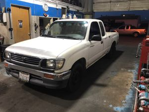 Toyota tacoma 4 cylinder2.4 /salvage title for Sale in San Francisco, CA