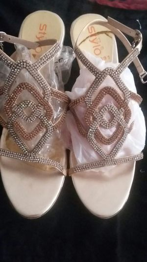 Golden sandal with white zircone stone size 9.5 cm for Sale in Moreno Valley, CA
