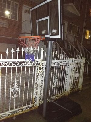 BASKETBALL HOOP for Sale in New York, NY