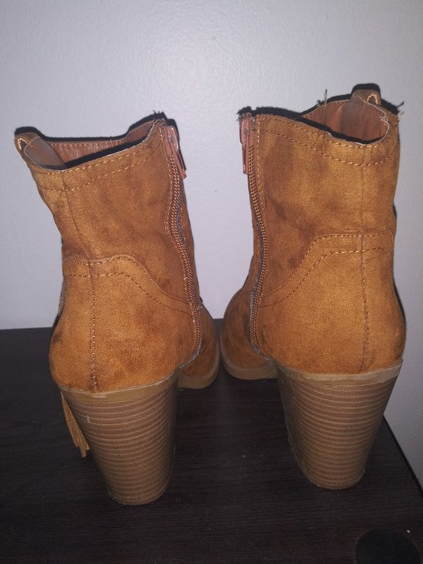 Tan Suede Boots Women's Shoes Size 8 Size 8.5